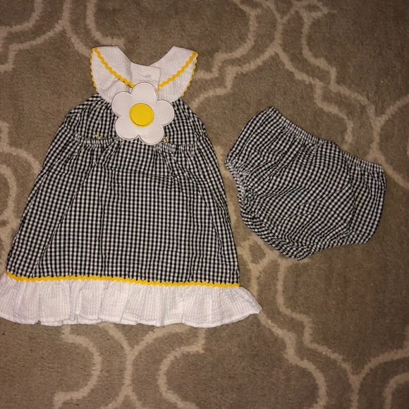 bee birthday outfit bumblebee skirt set yellow black and pink bee shirt with matching chevron skirt set girls outfit chevron skirt bee girls